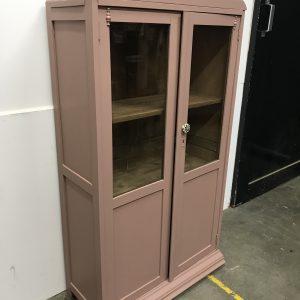 Vintage roze meidenkast met glazen deuren H 128 x B 70 x D 30 foto 2