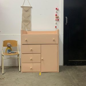 Vintage commode in licht roze