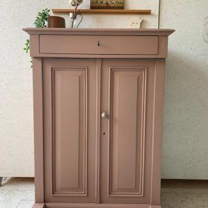 Vintage meidenkast in soft clay H 142,5 x B 102 x D 52